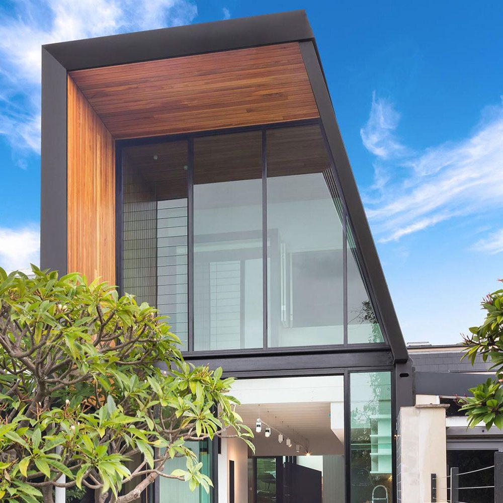 Roofing Contractors Como